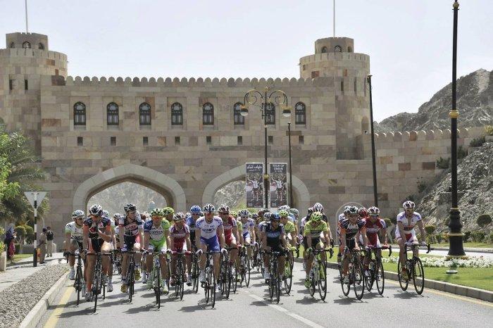 2012_tour_of_oman_stage1_peloton2